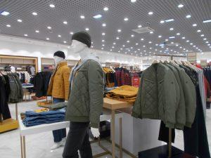 DSCN1888 1 300x225 - Торговое оборудование для магазина одежды