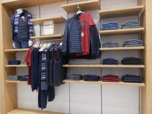 DSCN1895 300x225 - Торговое оборудование для магазина одежды
