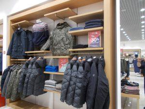 DSCN1909 300x225 - Торговое оборудование для магазина одежды