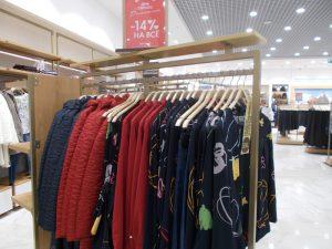 DSCN1993 300x225 - Торговое оборудование для магазина одежды